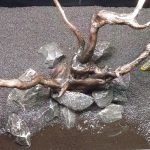 Dit is de eenvoudige opbouw met spiderwood en breuksteen